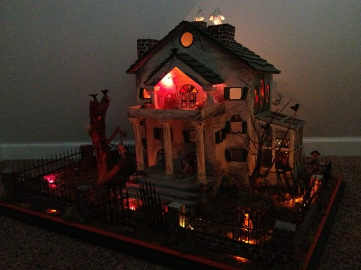 Diy haunted house lit up halloween pinterest for Homemade haunted house effects