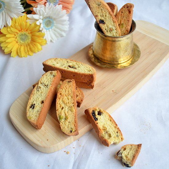 American style pistachio raisin biscotti | Food: Deserts | Pinterest