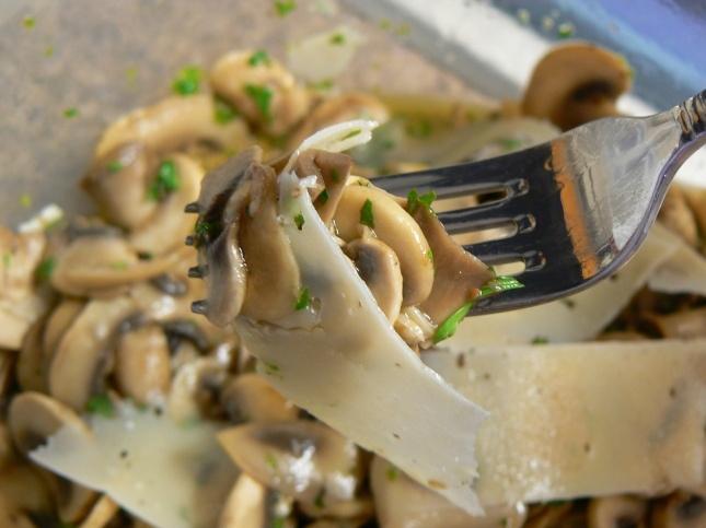 mushroom and parlsey salad (large button mushrooms, flat-leaf parsley ...