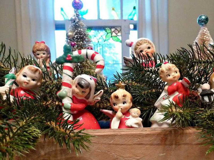 Old Fashioned Christmas Decorating Holiday Home