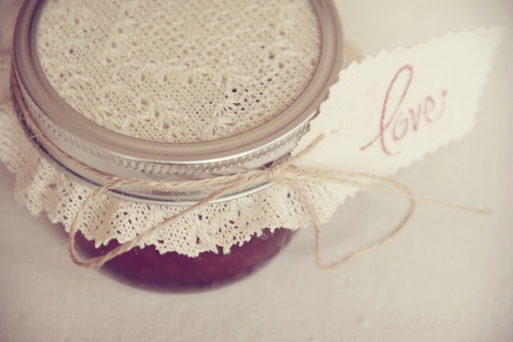 Do it yourself wedding favors! Strawberry Jam tags :)