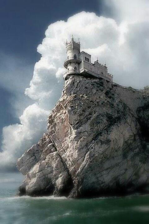 Swallows Nest Sea Castle, Crimea | Our Amazing World ...