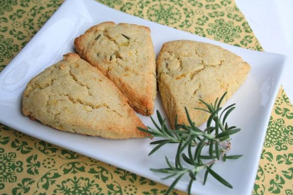 Lemon Rosemary Scones | I want to eat that-breakfast | Pinterest