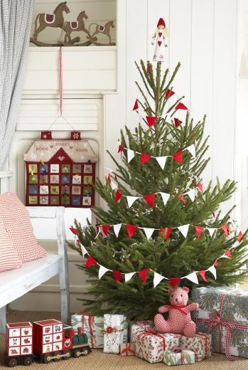 felt bunting on christmas tree