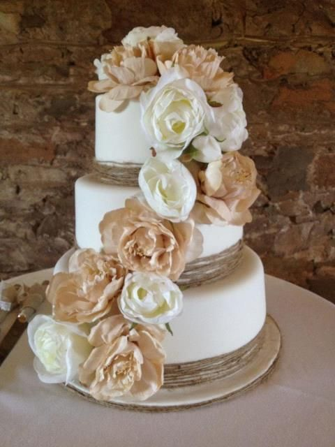 Beautiful Country Style Wedding Cake
