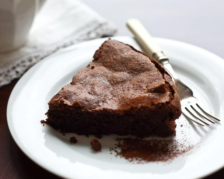 Recipe for chocolate-almond cake - The Boston Globe