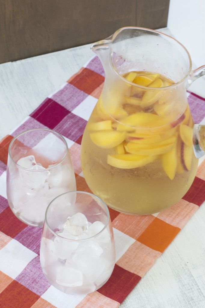 Peach Sangria | Cake 'n' Knife | Recipes ~ Drinks ~ =^..^= | Pinterest