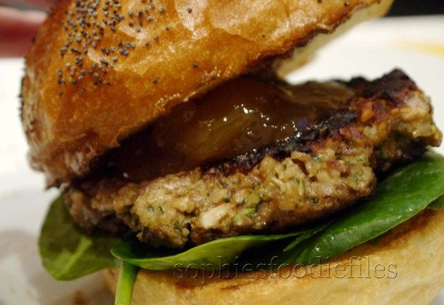 Mushroom and nut burger | Pescar | Pinterest