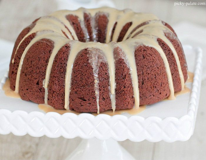 Chocolate Peanut Butter Bundt Cake with Sweet Peanut Butter Icing | R ...