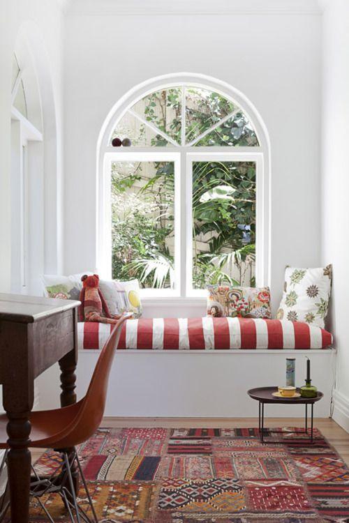 Bright and sunny window seat  (via Sydney Home – Vanessa Steele & Peter Braig – The Design Files)