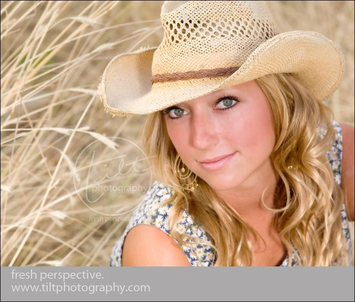 Senior Picture Ideas In The Country: Photography Senior Girl/Boy Pose Ideas
