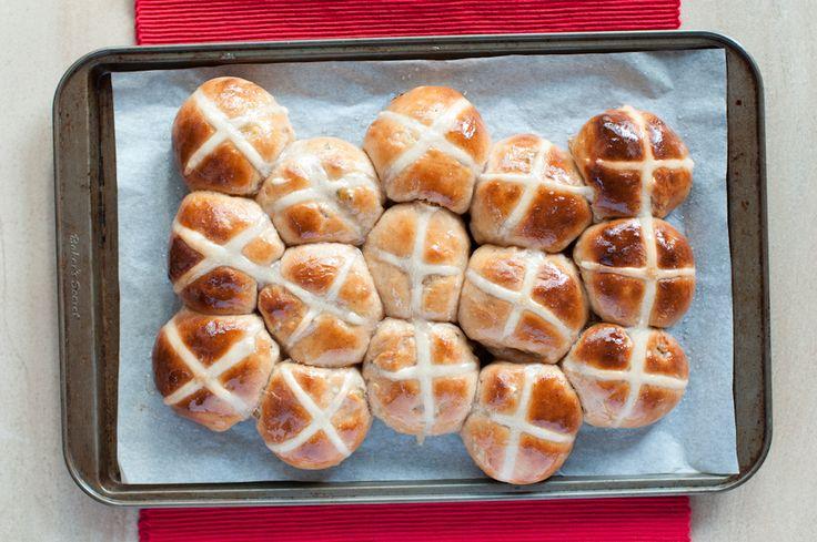 Apple Cinnamon Hot Cross Buns | Toasty Biscuit