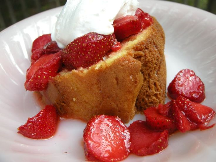 Simple Easy Pound Cake- tastes better after being refrigerated.