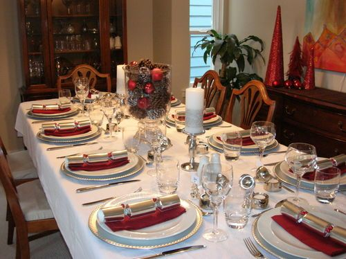 Red and white | Christmas - Table Settings | Pinterest