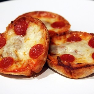 Mini Deep Dish Pizzas ... baked with whole wheat tortillas | Yummy ...