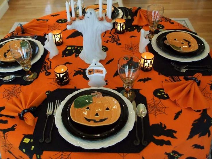 halloween table setting chic china pinterest. Black Bedroom Furniture Sets. Home Design Ideas
