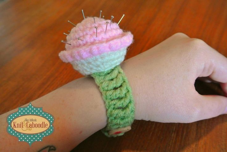 bags and bags Free Cupcake Pin Cushion Pattern  Craft Assist