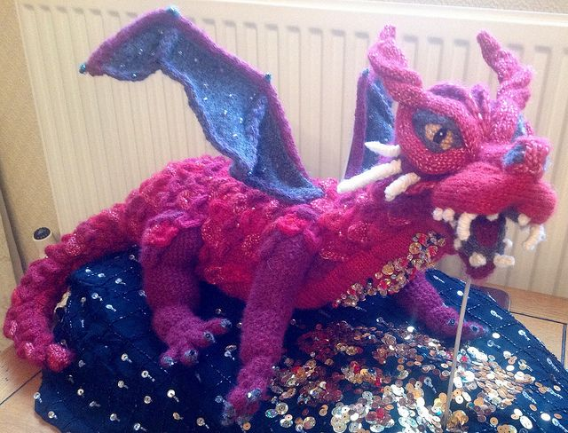 Smaug - made by the Knitting Witch, read/see more: http://knithacker.com/?p=9236 #TheHobbit -- Follow her on Twitter @KnittingWitchUK