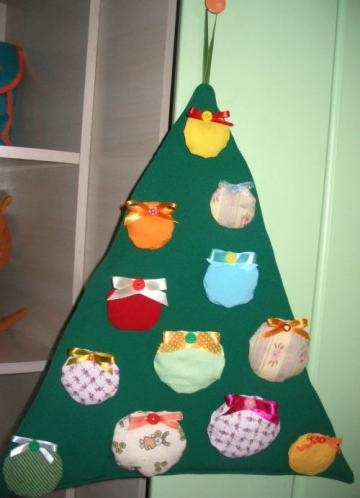 christmas tree to decorate with balls on velcro