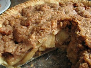 Cinnamon Apple Crumb Pie | Pie Pie Me Oh My | Pinterest