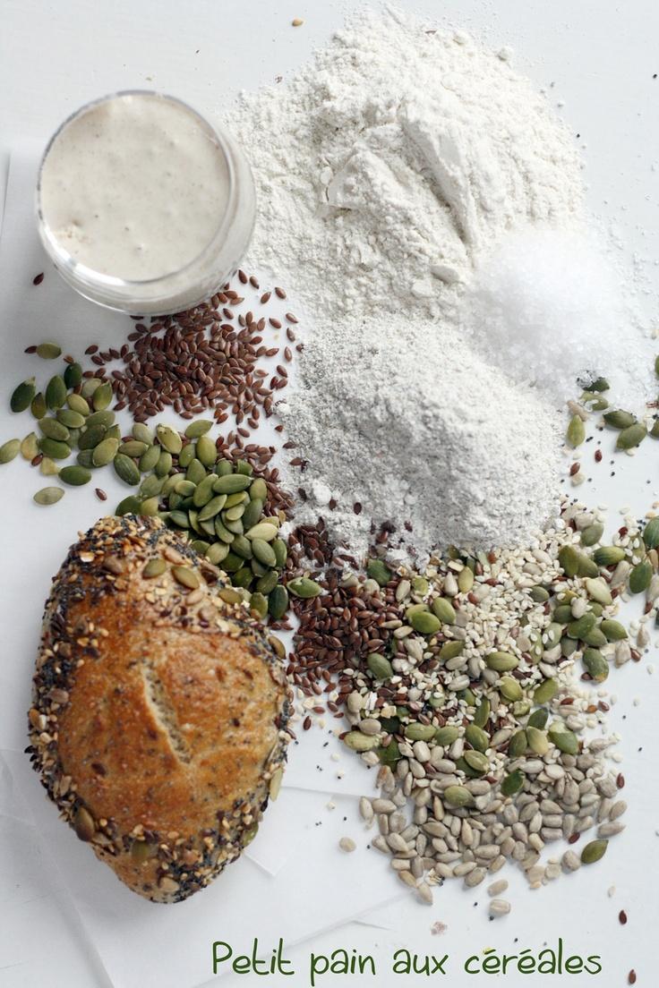 Petit pain aux céréales// Little cereal buns made from local organic flour and grains... L'enfariné, KB, France #lenfarine