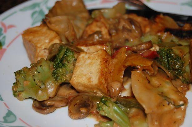 Spicy Stir Fry Tofu With Peanut Sauce W/ Snow Peas and Mushrooms | Re ...