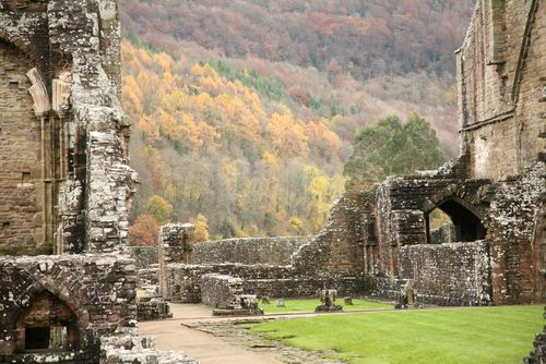 lines written a few miles above Lines written a few miles above tintern abbey by william wordsworth 597 words   2 pages  more about analysis of tintern abbey by william wordsworth essay.