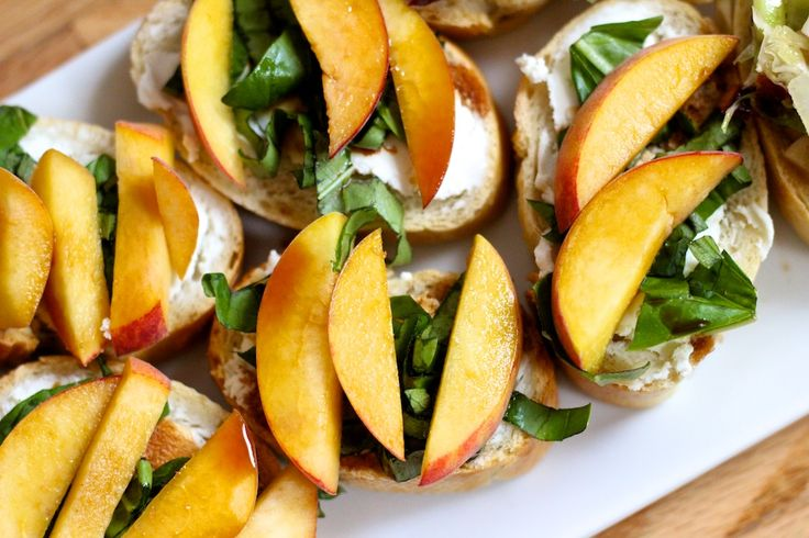 peach, goat cheese and basil crostini | things to eat | Pinterest