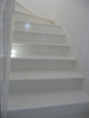 white painted stairs   decoratorama   Pinterest
