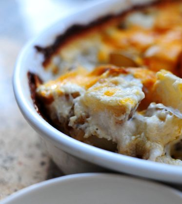 Perfect potatoes au gratin by The Pioneer Woman. #potatoes #cheese # ...