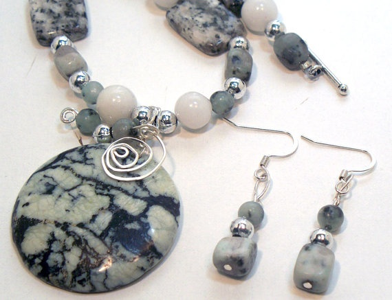 Serpentine Gemstone Necklace and Earrings Set by lindab142 on Etsy, $44.75