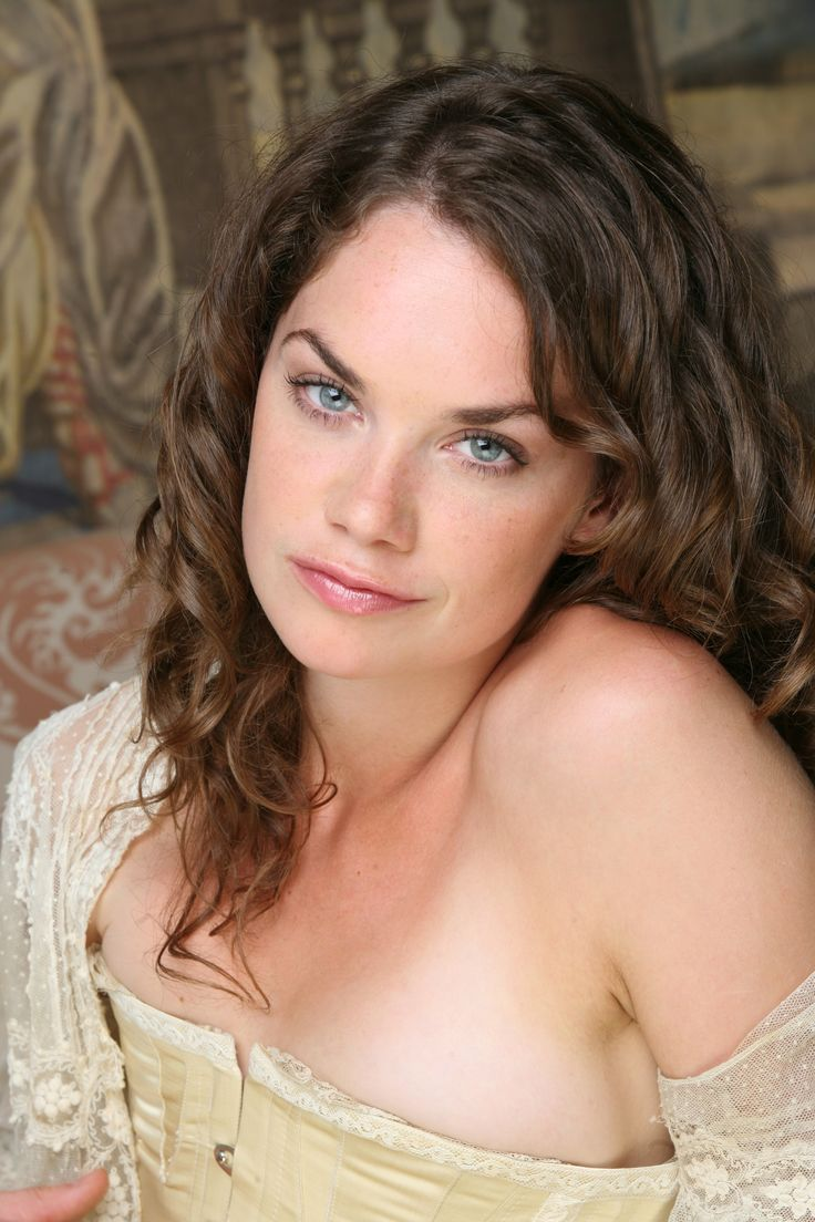 Ruth Wilson Freckles Overbite Sey Luther Actress