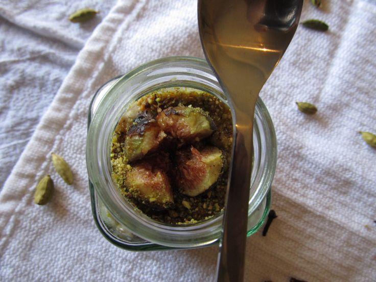 Spiced Pistachio Oats w/ Honey-Roasted Figs #vegan #vegetarian # ...
