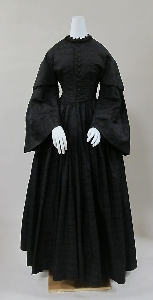 Black victorian dresses for mourning moment costume ideas