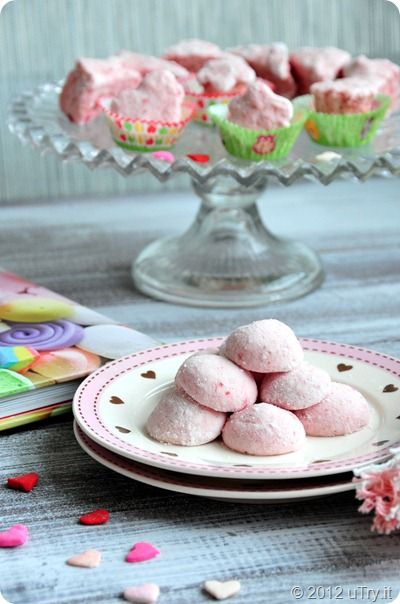Homemade Strawberry Marshmallows! Fluffy little strawberry clouds ...