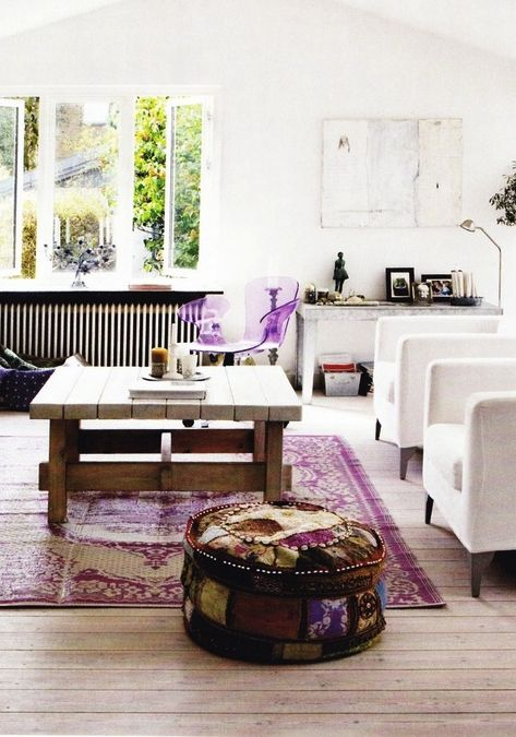 Pantone Radiant Orchid used sparingly in a bright sitting room as an accent with white