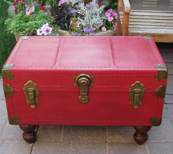 Antique trunk coffee table with annie sloan chalk paint - How to paint an old trunk ...
