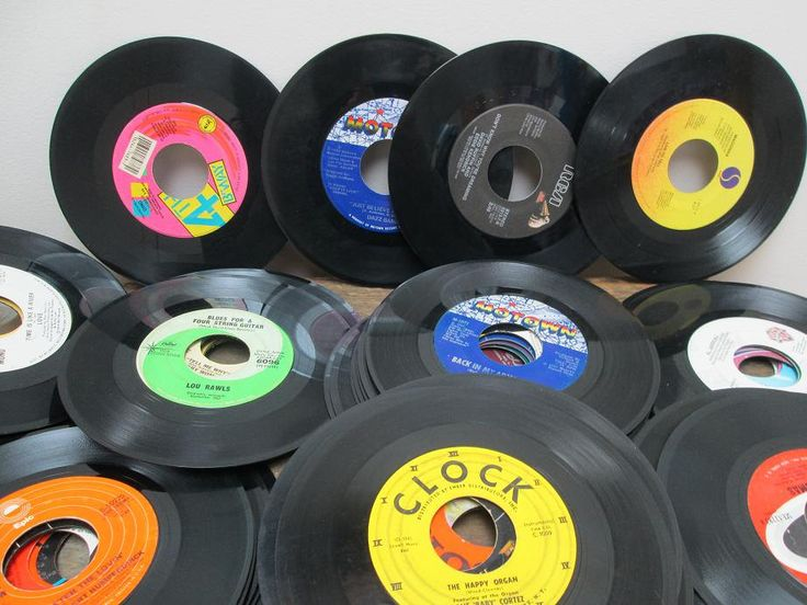 Vintage vinyl 45 records for centerpieces table decor for Vinyl record decoration ideas