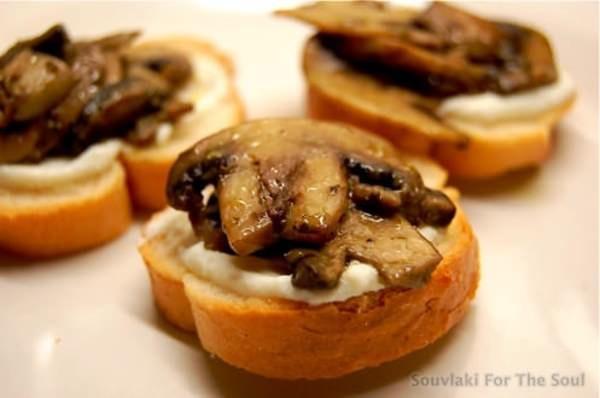 Mushroom Crostini with Ricotta | Recipes | Pinterest