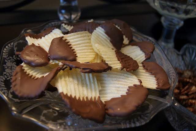 Chocolate-Dipped Potato Chips | Sweet Treats | Pinterest
