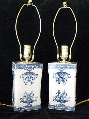 PAIR OF MATCHING ASIAN ORIENTAL PORCELAIN LAMPS