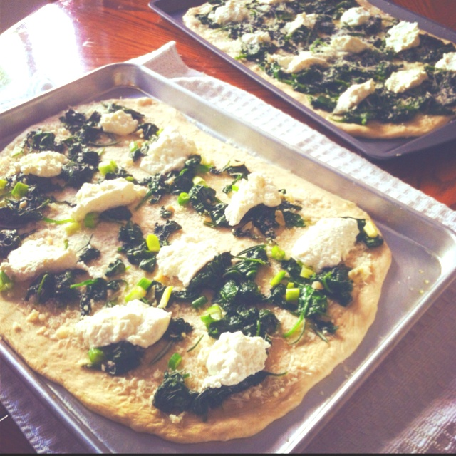 Homemade Ricotta and Spinach Pizzas | Food | Pinterest