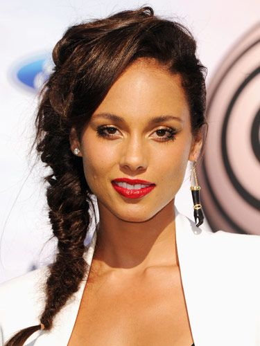 Best of the Week: Alicia Keys' Side-Swept Hair, Khloe Kardashian's Wine Lip,More