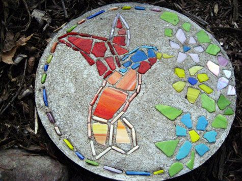 Diy mosaic hummingbird stepping stone for the garden for Garden mosaic designs