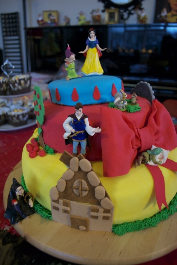 A Snow White birthday cake