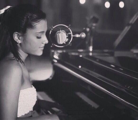 Ariana Grande- Piano | FAMILY GJ | Pinterest