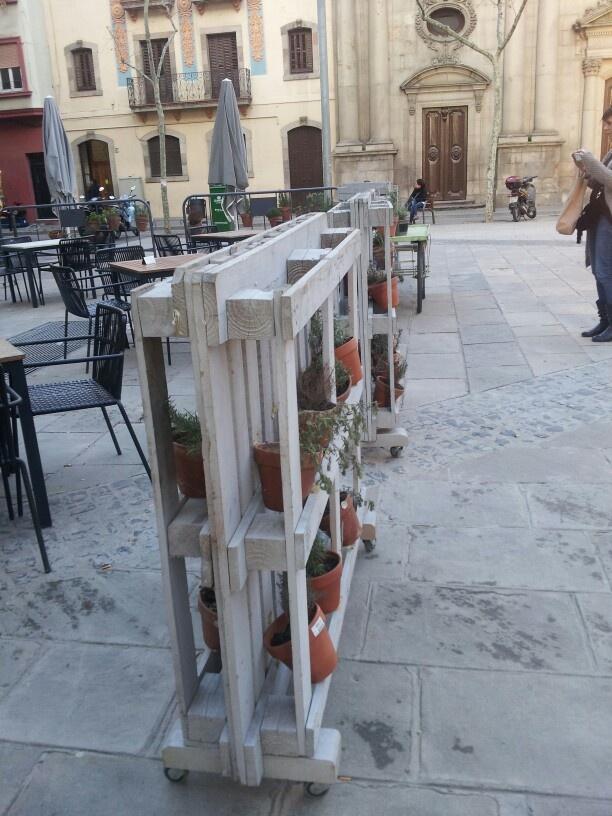 Palettes bois pour construire un jardin potager suspendu boistooffu for Deco jardin palette
