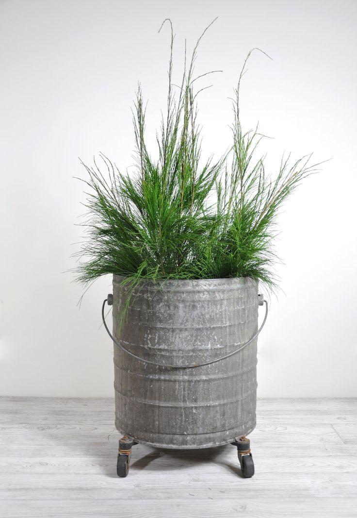 Vintage extra large industrial metal bucket large planter industr - Massieve decoratieve tuin ...