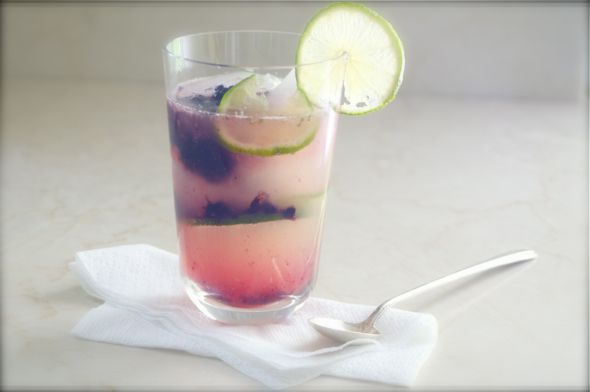 Sparkling Blackberry Limeade (spiked or virgin) via #darkredcrema