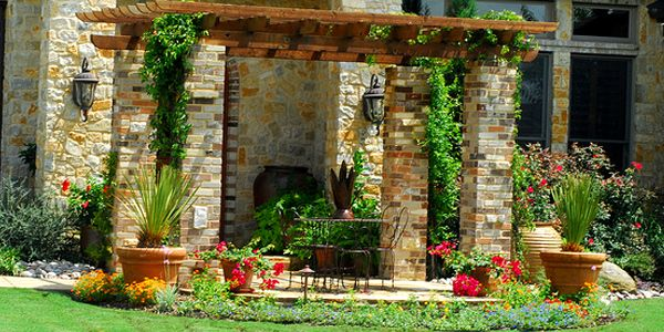 12 Landscaping Tips for a Perfect Outdoor Ambience | dining